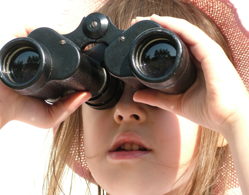 Young girl with binoculars 800 x 628 px